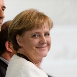 Angela Merkel calls for stricter EU data protection rules