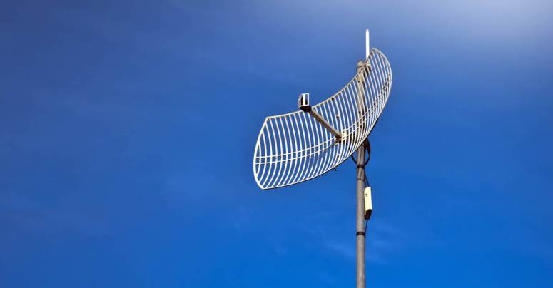 LANtenna hack spies on your data from across the room! (Sort of)
